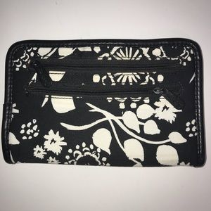 Thirty-One Pocket Book Wallet Black White Floral